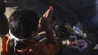 FOTO : Yadnya Kasada, Cara Suku Tengger Mensyukuri Semesta