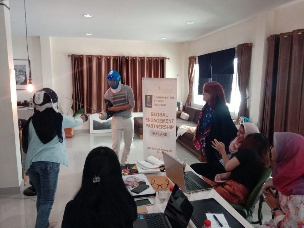 Program workshop dan magang bertajuk Creative Immersion dan Knowmadic Intensive ini diberikan oleh lima orang konsultan, guru, dan trainer yang berlatar belakang creative writer, branding, content creator, designer dan atlet. Pool/UI.