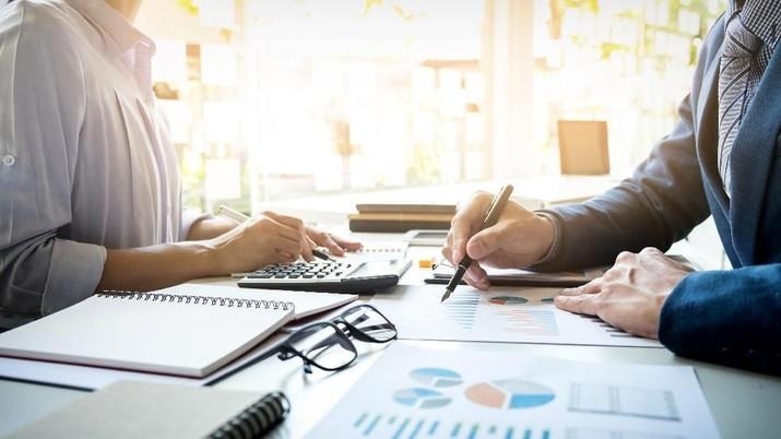 IHSG Rontok, Inikah Waktu Tepat Investasi Reksa Dana Saham?