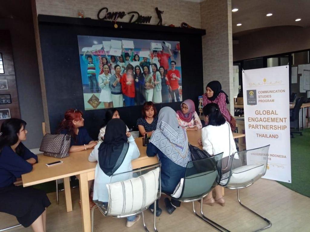 Mereka belajar mempromosikan budaya Indonesia melalui makanan, olaharaga dan wisata sebagaimana yang telah sukses dilakukan oleh Thailand. Pool/UI.