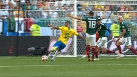 VIDEO: Ochoa Bikin Brasil Frustrasi di Babak Pertama