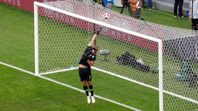 Meksiko tidak pernah benar-benar mengancam gawang Brasil. Kiper Alisson Becker hanya melakukan satu penyelamatan sepanjang pertandingan. (REUTERS/David Gray)