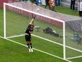 Direktur AS Roma Bela Penjualan Alisson Becker ke Liverpool