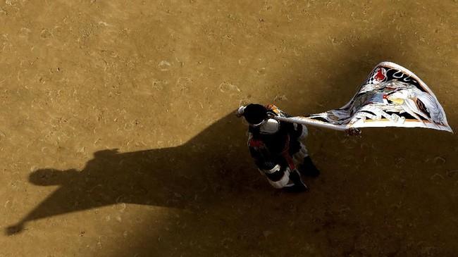 Palio di Siena diadakan dua kali dalam setahun, yaitu pada 2 Juli dan 16 Agustus.(REUTERS/Stefano Rellandini)