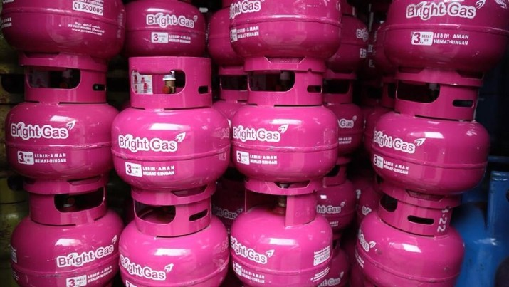 PT Pertamina (Persero) kembali memberikan pilihan varian baru produk LPG Bright Gas, untuk kemasan 3 kg. Produk LPG non subsidi berwarna pink fuschia tersebut, akan mulai dilakukan uji pasar secara terbuka di dua kota yakni Jakarta dan Surabaya, dengan total 5.000 tabung. (dok. Pertamina)