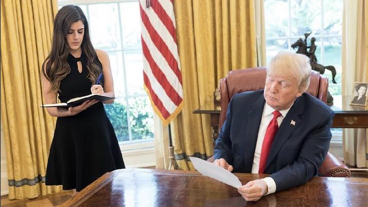 Asisten Pribadi Presiden Trump Ini Digaji Rp 1,8 M/Tahun