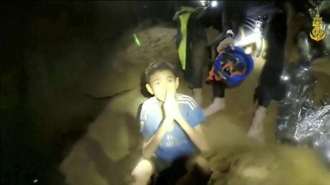 Fasih Lima Bahasa, Adul Sam Pahlawan Remaja Thailand