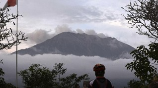 Gunung Agung Masih Erupsi, Tinggi Kolom Abu 700 Meter
