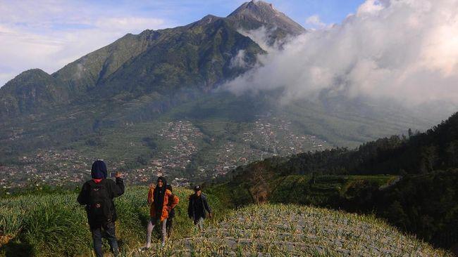 Gunung Merapi Luncurkan Guguran Lava Pijar 1.200 Meter