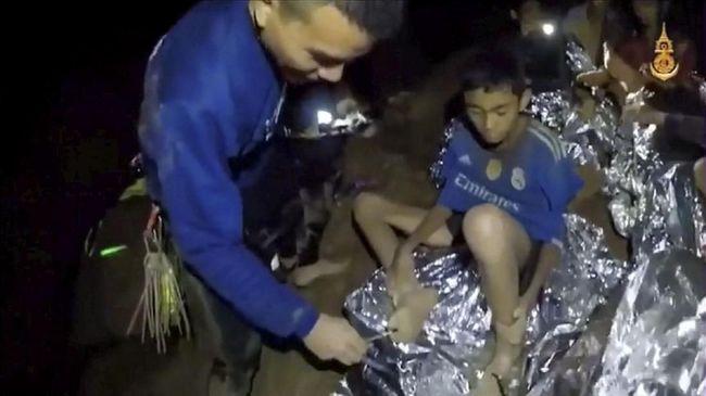 Berlomba dengan Hujan, Penyelamatan Remaja Thailand