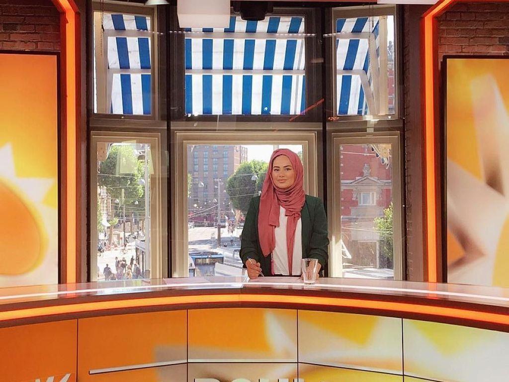Hijabers Cantik Ini Cetak Sejarah Jadi Presenter TV di Belanda