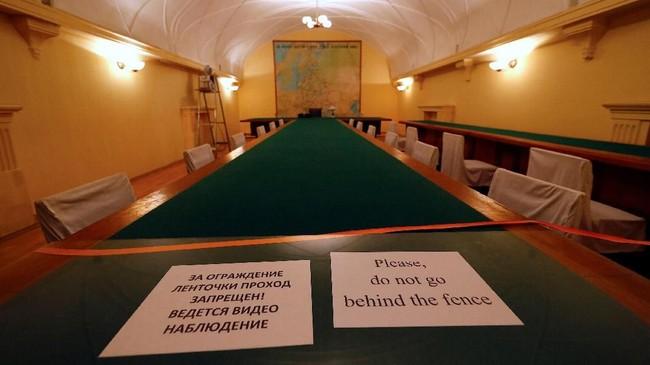 Ruang rapat di dalam bungker. Saat masa Perang Dunia II, kota Samara dipilih sebagai pusat pemerintahan alternatif Soviet jika Nazi Jerman berhasil menguasai Moskow. Kota Samara saat itu diberi nama Kuybyshev.