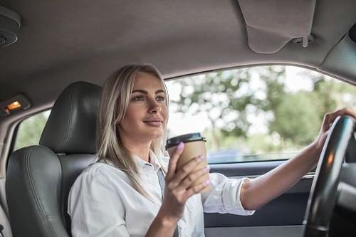 Bawa Mobil Mewah, Bos Wanita Ini Sering Dapat Sindiran dari Para Pria