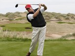 Kelakuan Trump: Main Golf & Ejek Biden, Skip G-20