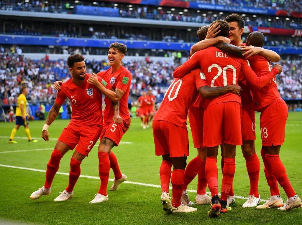 Tampak kebahagiaan para pemain Inggris dalam merayakan gol kedua. REUTERS/Dylan Martinez