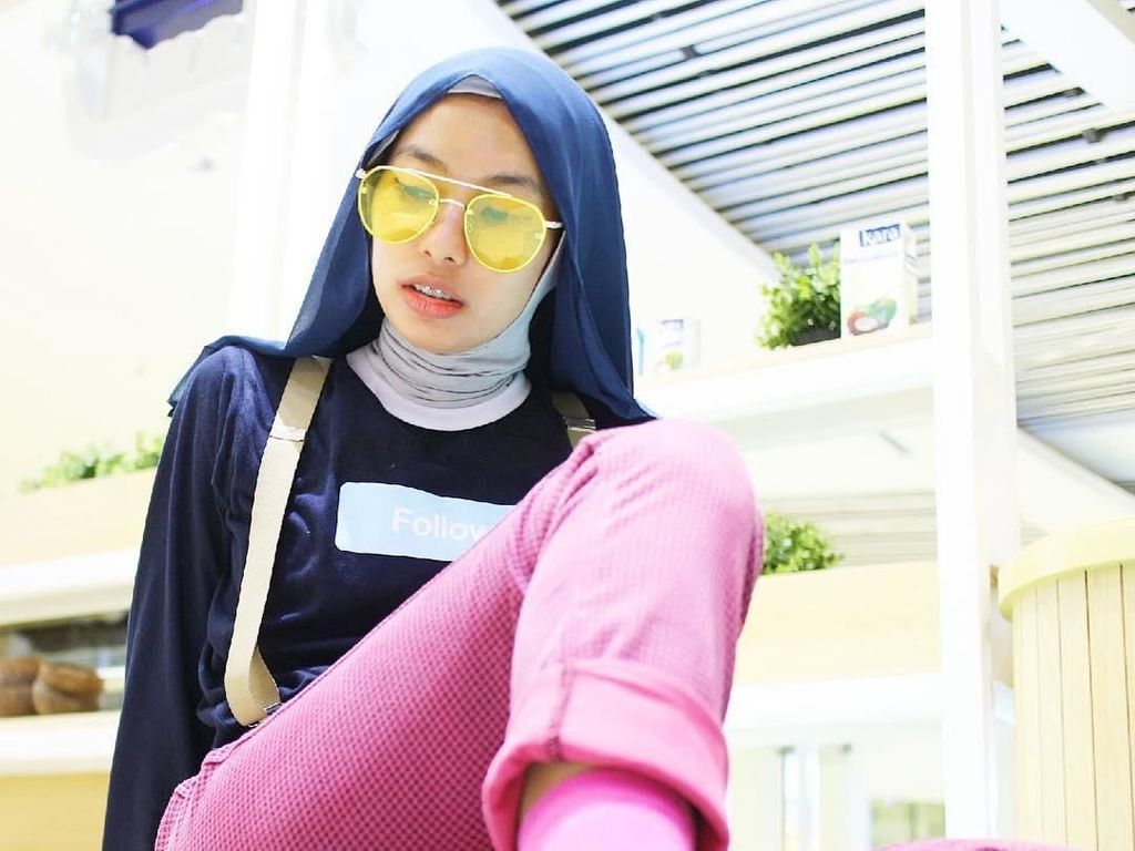 Kenalan dengan Rima, Bidan Berhijab yang Punya Gaya Nyentrik