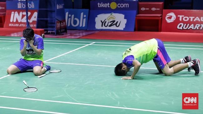 Tontowi Ahmad/Liliyana Natsir merayakan kemenangan mereka atas Chan Peng Soon/Goh Liu Ying dengan skor 21-17, 21-8.(CNN Indonesia/Hesti Rika)