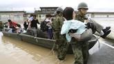 Pemerintah Jepang telah membentuk sebuah timkhusus untuk menanggulangi bencana tersebut. Tim penyelamat terdiri dari SAR, polisi, dan militer. (Kyodo/via REUTERS).