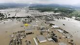 Tampak langit dari kawasan terkena banjir bandang di Kurashiki, selatan Jepang. (Kyodo/via REUTERS).