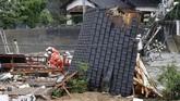 Banjir bandang disertai tanah longsor itu mengakibatkan ribuan rumah terendam dan banyak yang hanyut atau rusak diterjang air bah. (Kyodo/via REUTERS)