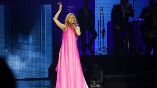 Celine Dion Pilih Gaun Schiaparelli untuk Konser di Jakarta