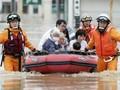FOTO: Evakuasi Warga Jepang dari Banjir Bandang