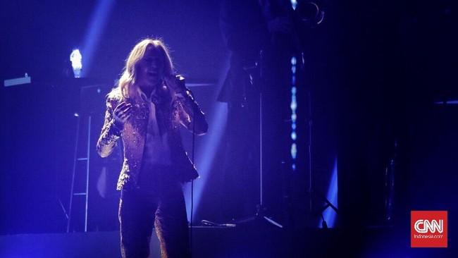 Celine Dion yang mulai berkarier di dekade '80-an itu membawakan 18 lagu hit selama lebih dari tiga dekadenya berkarier sebagai penyanyi. (CNN Indonesia/Adhi Wicaksono)