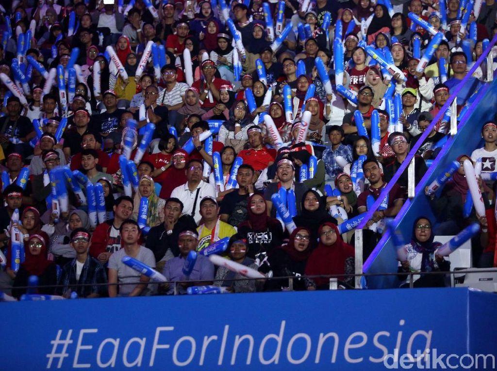 Penonton memadati Istora Senayan, Jakarta, Minggu (8/7/2018).