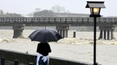 Jepang dilanda badai topan sejak pekan lalu. Namun, hujan terparah baru terjadisejak Kamis (5/7) yang mengakibatkan banjir bandang pada Sabtu (7/7). (Kyodo/via REUTERS).