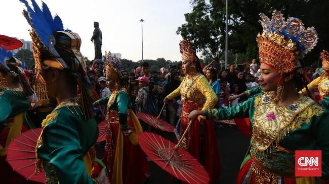 Gubernur DKI Jakarta Anies Baswedan menyatakan Jakarnaval menghadirkan citra Jakarta yang membanggakan di mata dunia dengan kaitan penyelenggaraan Asian Games 2018 bulan depan. (CNNIndonesia/Safir Makki)
