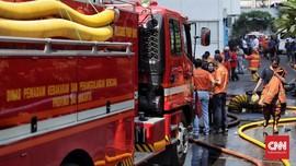 Lima Jam, Api Membakar Permukiman Padat Penduduk di Tomang