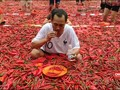 VIDEO: Lomba Makan Cabai di China