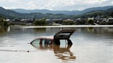 Hujan lebat di Jepang membawa banjir dan longsor yang menewaskan lebih dari 100 orang. (REUTERS/Issei Kato)