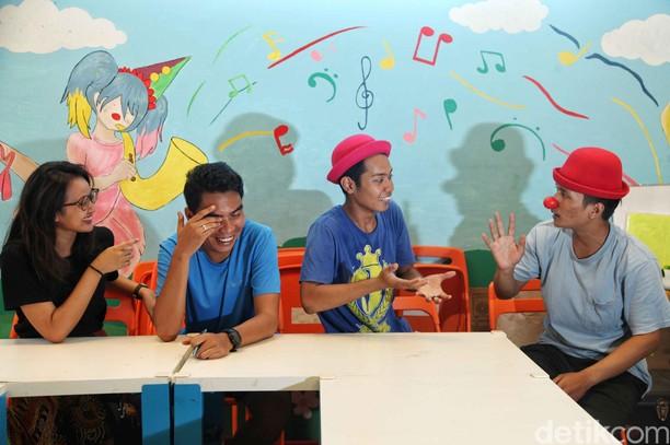 Lewat Sirkus, Yayasan Hidung Merah Wujudkan Mimpi Orang Pinggiran
