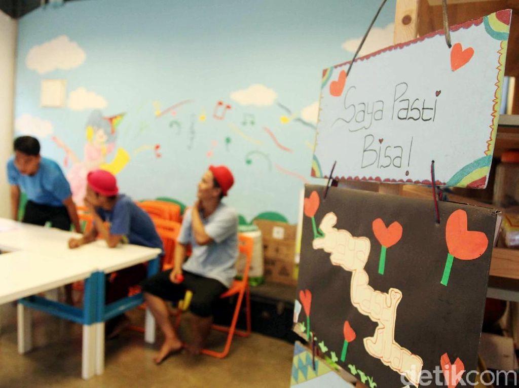 Didirikan pada tahun 2008, yayasan bekerja untuk membantu anak-anak miskin lokal membangun mimpi. Saat ini yayasan mengoperasikan dua pusat pembelajaran di Cilincing, Jakarta dan Jurangmangu Timur, Tangerang Selatan.