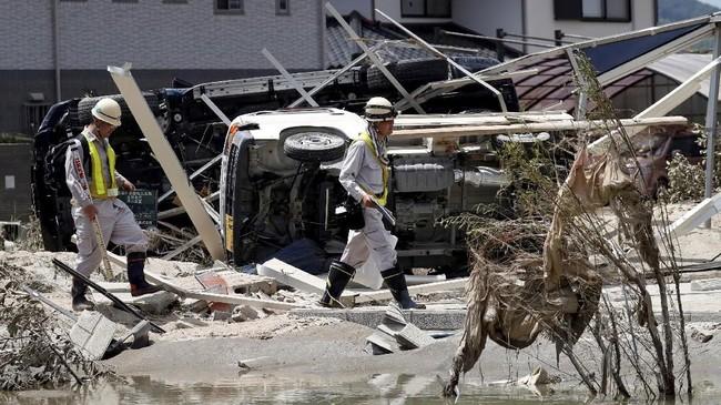 Banjir tersebut merupakan terburuk dan paling banyak memakan korban di Jepang, pasca banjir pada 1983. (REUTERS/Issei Kato)