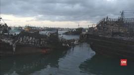 VIDEO: 30 Jam Lebih, Api Membakar Kapal di Pelabuhan Benoa
