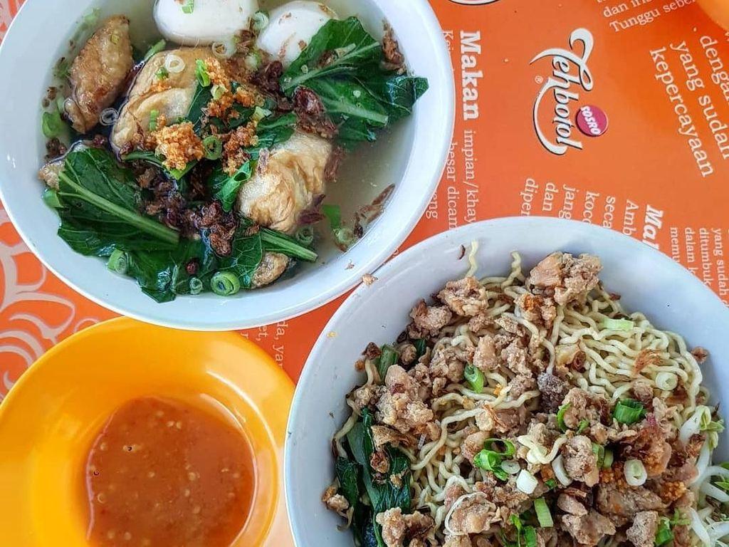 Mie ayam Bangka Ason Tahu Kok. Racikan mie ayam khas Bangka ini enak. Dengan porsi royal. Foto: Instagram @michaelliem