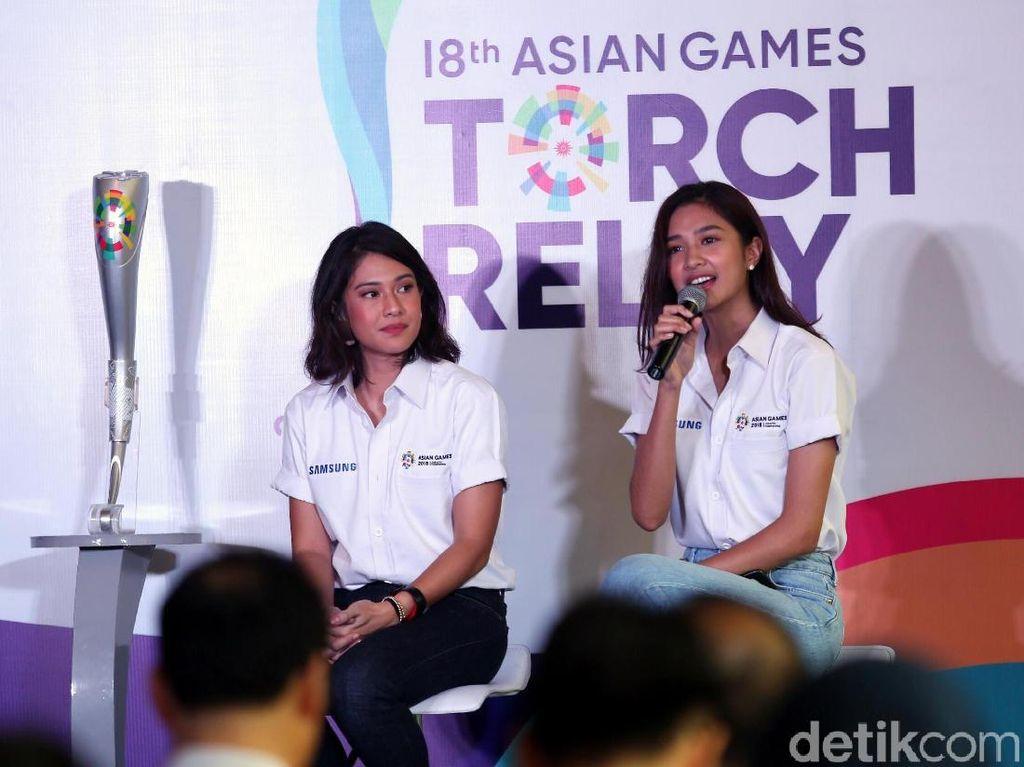 Mereka akan berlari sejauh 500 meter sampai 2 km. Tak hanya Dian dan Mikha, Chicco Jericho dan Hamis Daud juga akan meramaikan kira obor Asian Games 2018.