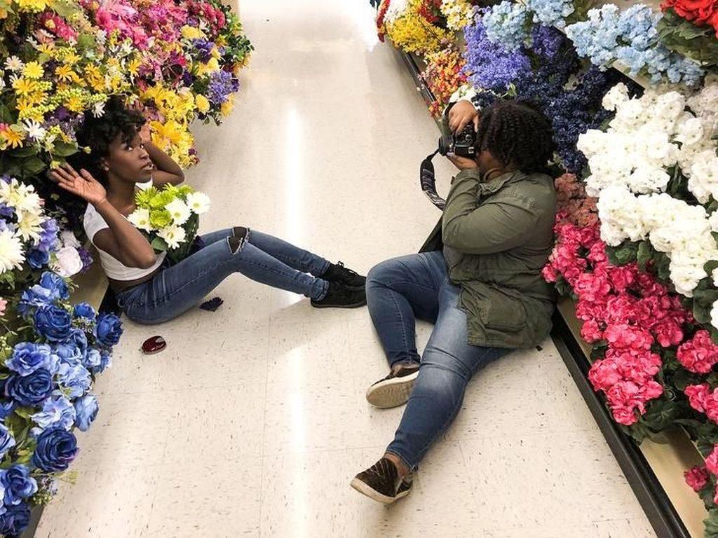 Ketika sebuah toko bunga bisa dijadikan tempat pemotretan. (Foto: Brightside)