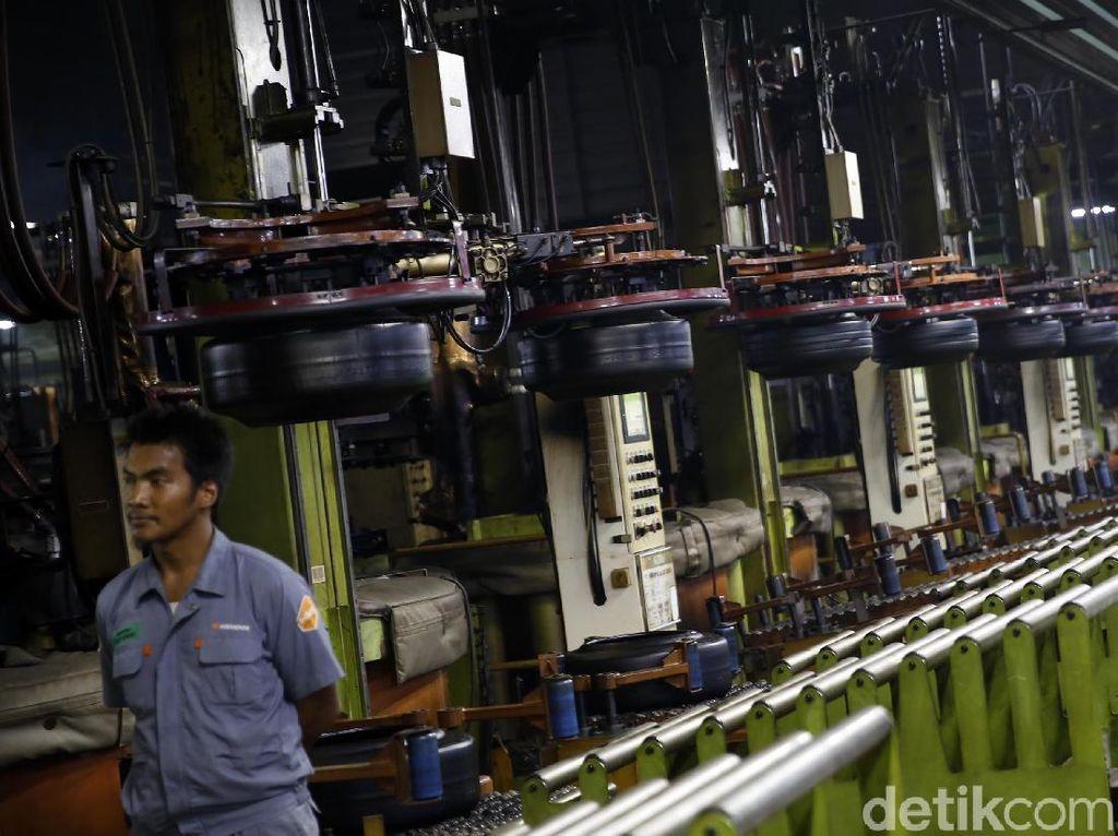 Pabrik ini beroperasi 24 jam dengan pembagian 3 shift dan 4 group.
