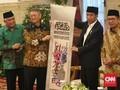 Jokowi Terima Sulaman Besar Alquran dari Tokoh Konghucu