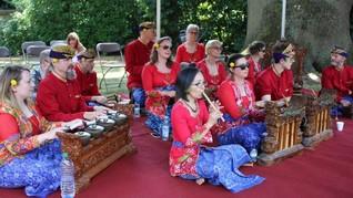 Nuansa Sunda dan Bali di Piknik Anglo Indonesian Society 2018