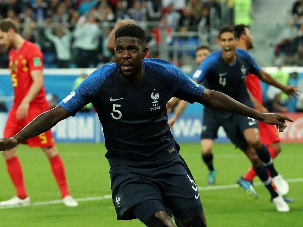 Samuel Umtiti menjadi pahlawan kemenangan Prancis atas Belgia, lewat sundulannya menyambut sepak pojok Antoine Griezmann. Gol tunggalnya meloloskan Prancis ke final. (Foto: Reuters)