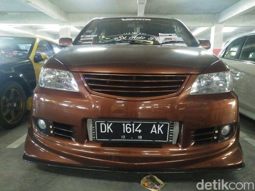 Toyota Avanza yang dimodifikasi oleh Ari ini dipamerkan di Indonesia Automodified (IAM) Bali.