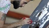 Magdy memiliki sejumlah cara dalam mengerjakan karyanya. (REUTERS/Mohamed Abd El Ghany)