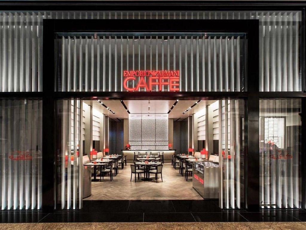 Kalau ke Dubai, jangan lupa mampir ke Empoiro Armani Caffe. Coffee shop ini terletak di mall terkenal di Dubai. Kafe ini menyajikan kopi lezat lengkap dengan interior yang mewah. Foto: Istimewa