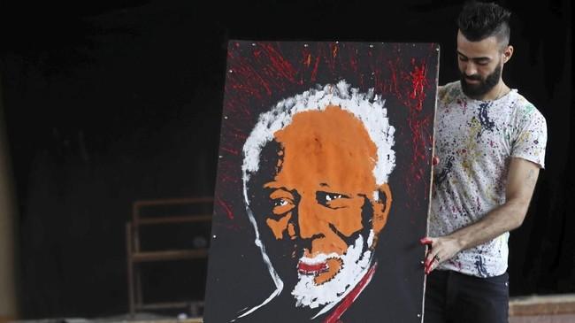 Karya terlama Albert Magdy disebut hanya sekitar enam menit. (REUTERS/Mohamed Abd El Ghany)