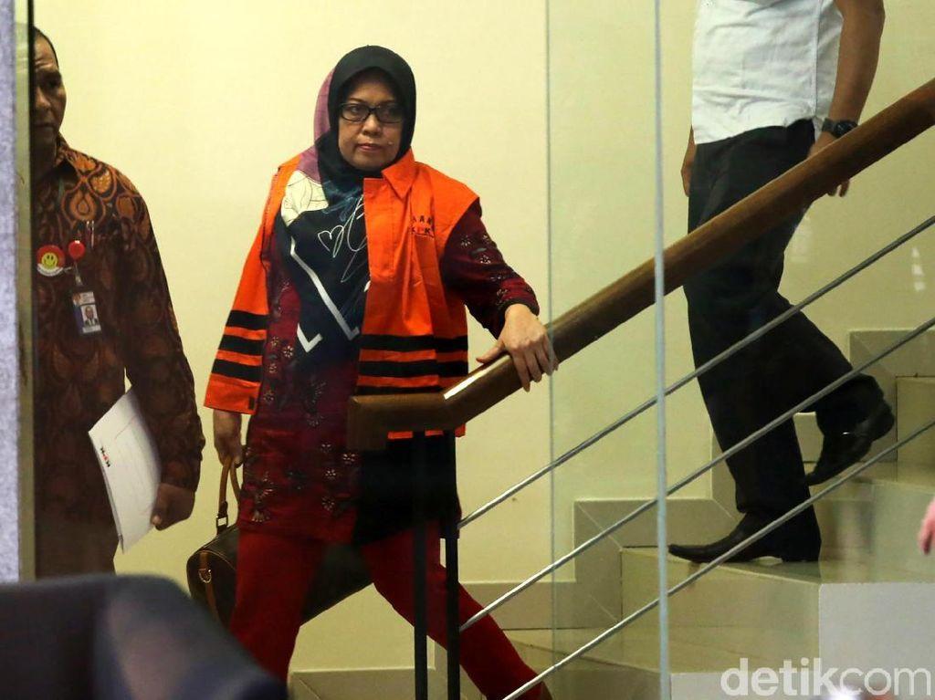 Selain Mustofawiyah, KPK menahan anggota DPRD Sumut lainnya, Tiaisah Ritonga.