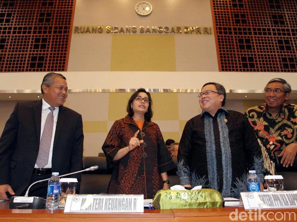 Badan Anggaran (Banggar) DPR kembali memanggil pemerintah yang diwakili oleh Menteri Keuangan Sri Mulyani Indrawati, Menteri Perencanaan Pembangunan Nasional (PPN/Kepala Bappenas) Bambang Brodjonegoro, dan Gubernur Bank Indonesia Perry Warjiyo untuk melakukan rapat kerja.